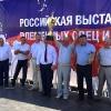 Кубок победителя выставки и ключи от автомобиля в руках В.Н. Аноприенко